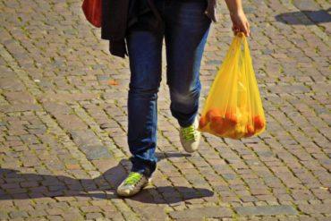 【レジ袋有料化】どっちが安い?100均ゴミ袋とスーパーで有料のレジ袋を買う場合を比較!