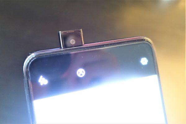 UMIDIGI S5 Proのポップアップカメラを出したところ
