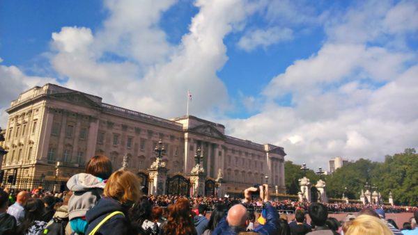 PS4アサシンクリード シンジケートのロンドン観光名所のバッキンガム宮殿と現地写真を比較