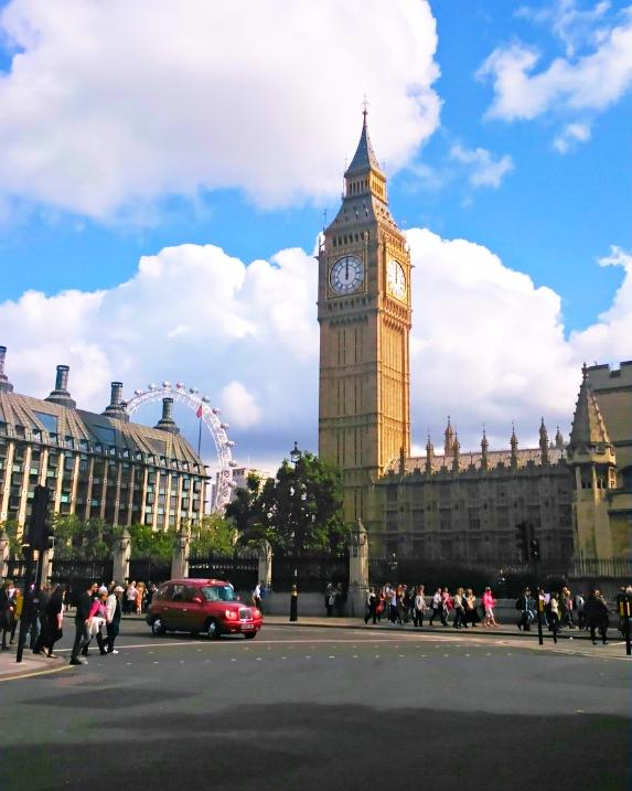PS4アサシンクリード シンジケートのロンドン観光名所のビックベンと実際の現地写真比較