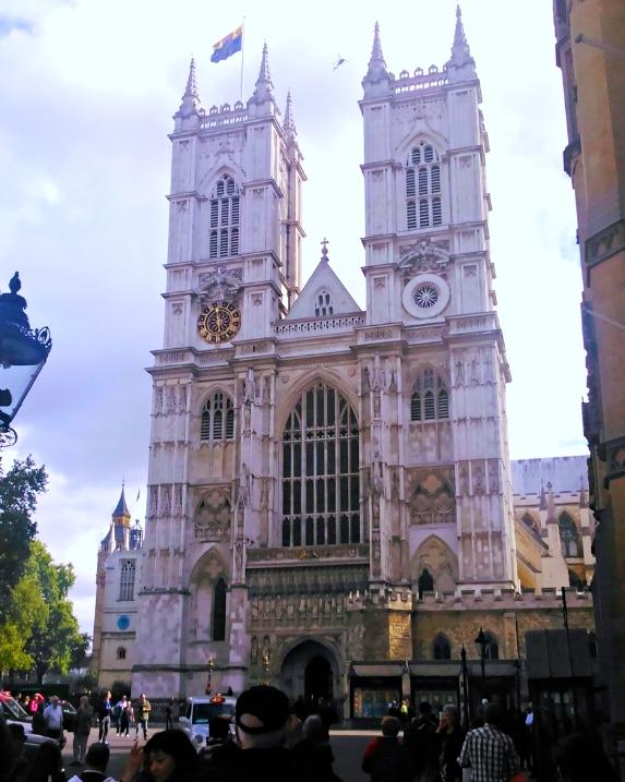 PS4アサシンクリード シンジケートのロンドン観光名所のウェストミンスター寺院の現地写真と比較