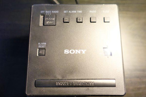 SONYのFM/AMクロックラジオICF−C1の設定ボタン