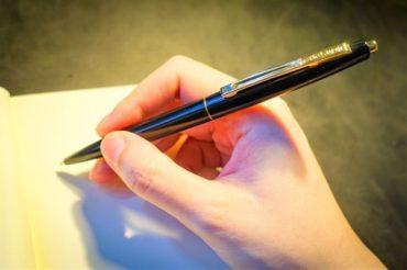 高級感あるのに安くておしゃれなノック式ボールペン!ビックのクリックゴールドが書きやすくておすすめ!