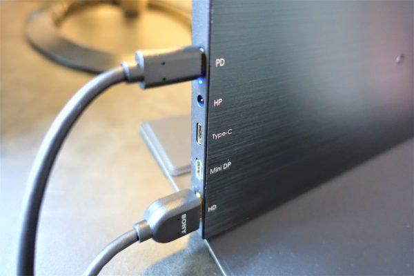 EVICIV15.6インチのポータブルモニターでPS4を接続するHDMIポート
